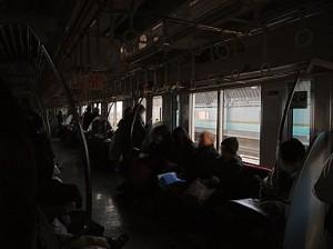 小田急線 車内蛍光灯消灯